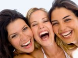 20090803-smiling-women-350x263